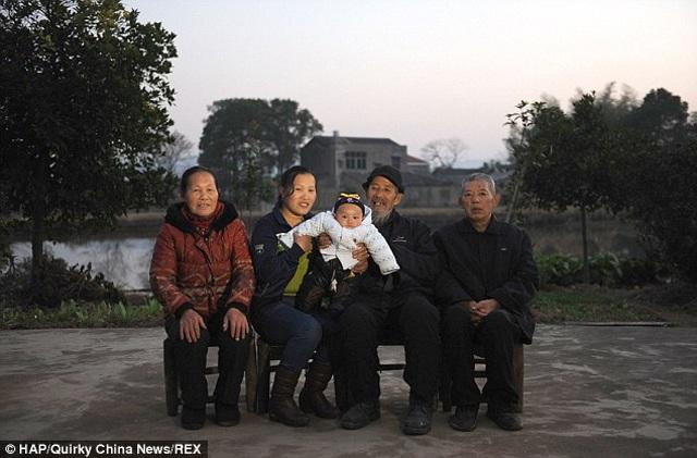 Chú rể 72 cưới cô hàng xóm kém 45 tuổi dù cả làng chê giờ ra sao sau 8 năm? - 7