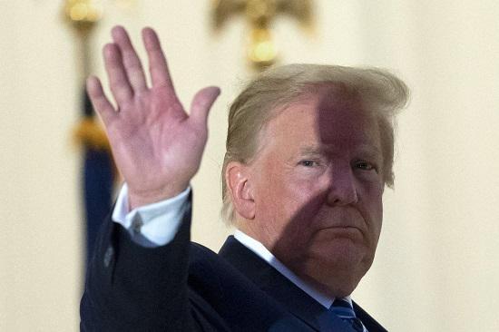 """Tổng thống Donald Trump đưa ra quyết định gây """"chấn động"""" về COVID-19 - 1"""
