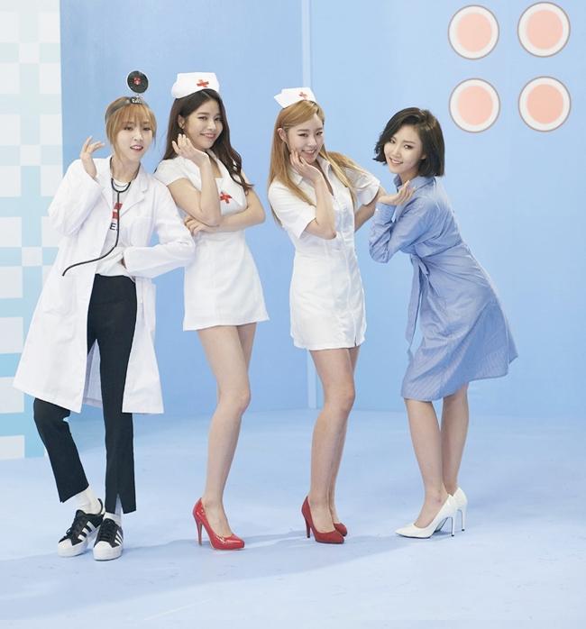 Trang phục y tá bị co ngắn và bó sát với mục đích để tôn lên vóc dáng của các nữ thần tượng Hàn Quốc.