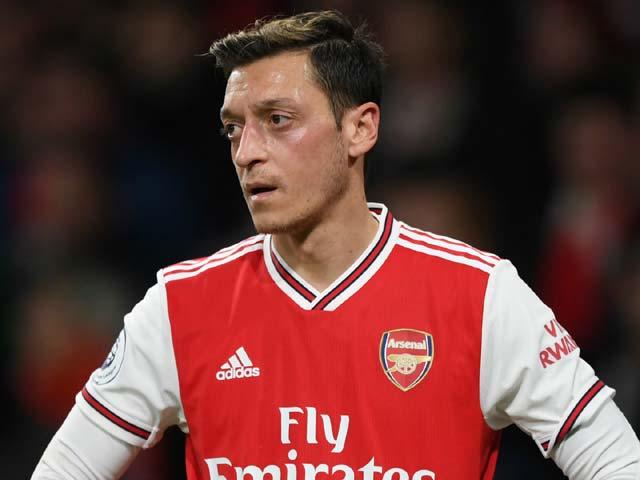 Tin HOT bóng đá tối 7/10: Ozil có thể ngồi chơi cả mùa - 1