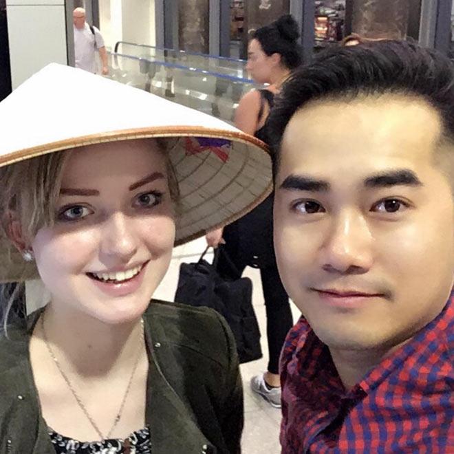 Làm bạn gái mang bầu ở tuổi 19, chàng trai Việt cưới được vợ Tây xinh như thiên thần - 1