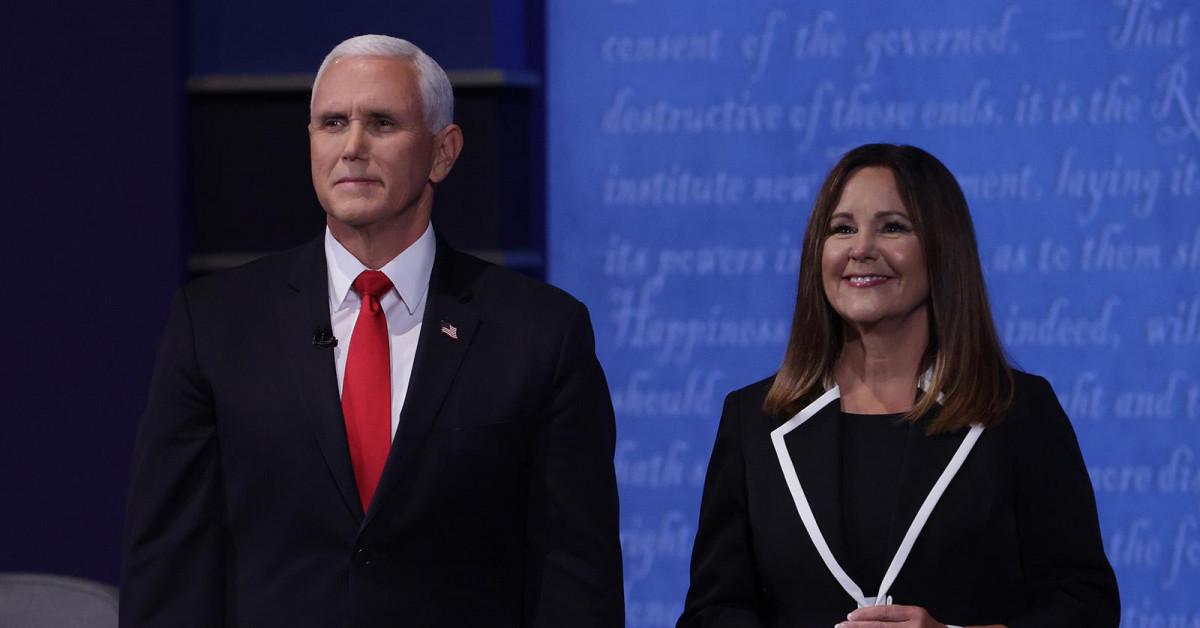 Không rút kinh nghiệm từ tổng thống Mỹ, vợ ông Pence có hành động gây tranh cãi ngay tại buổi tranh luận