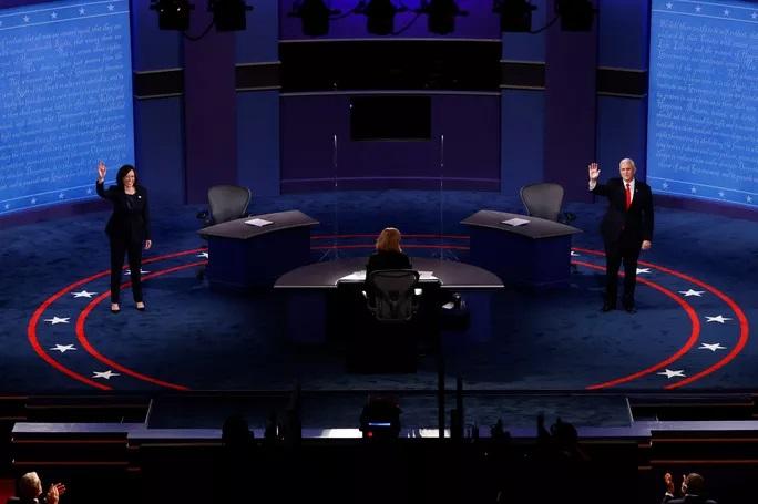 Bầu cử Mỹ: Hai phó tướng tranh luận từ tốn nhưng gay gắt - 1