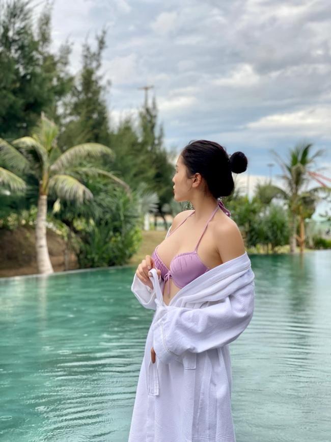 Kỳ Duyên đăng quang Hoa hậu Việt Nam 2014. Sau khi công khai nâng ngực, chân dài sinh năm 1996 ngày càng tự tin hơn. Cô cũng được biết đến là một trong những Hoa hậu nóng bỏng nhất showbiz Việt.