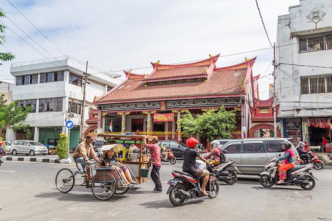 Surabaya: Là thành phố lớn thứ hai ở Indonesia, các khu phố cổ Ả Rập với những con đường nhỏ bé vẫn khiến bạn mê mẩn khi đi dạo xung quanh.