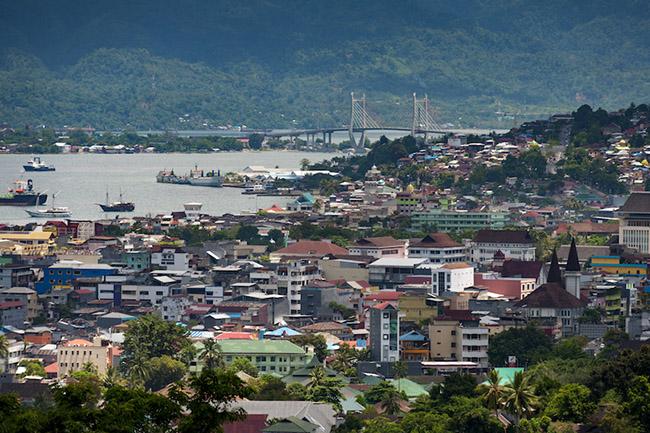 Kota Ambon: Là một thành phố rộng lớn, Kota Ambon có một số nhà hàng tuyệt vời và quán cà phê xinh xắn. Nơi đây cũng có nhiều lựa chọn về phòng nghỉ để bạn dừng chân khi lên kế hoạch cho các chuyến đi tiếp theo.