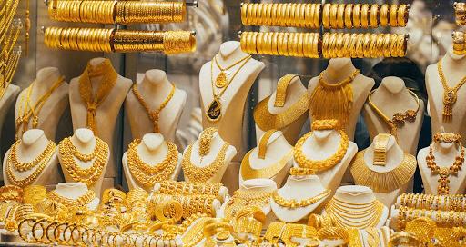 Giá vàng hôm nay 9/10: Dân buôn đổ tiền, vàng tiếp đà tăng - 1