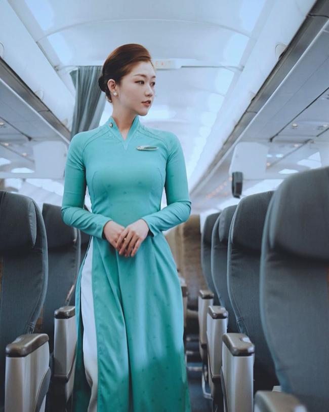 Rời đồng phục ngành, nữ tiếp viên hàng không gợi cảm đến không ngờ