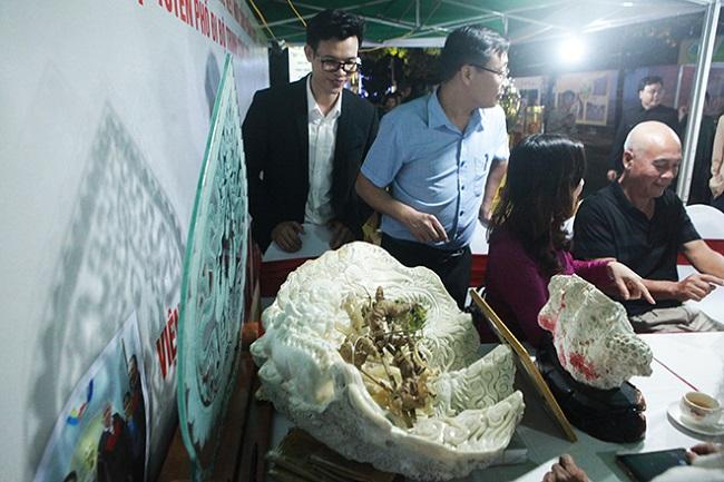Sâm Ngọc Linh gần 100 tuổi giá nửa tỷ xuất hiện tại Hà Nội - 1