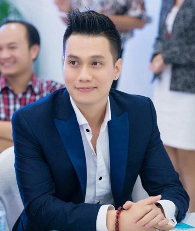 Gương mặt Việt Anh hết đơ cứng, vào form chuẩn mỹ nam hậu dao kéo - 1