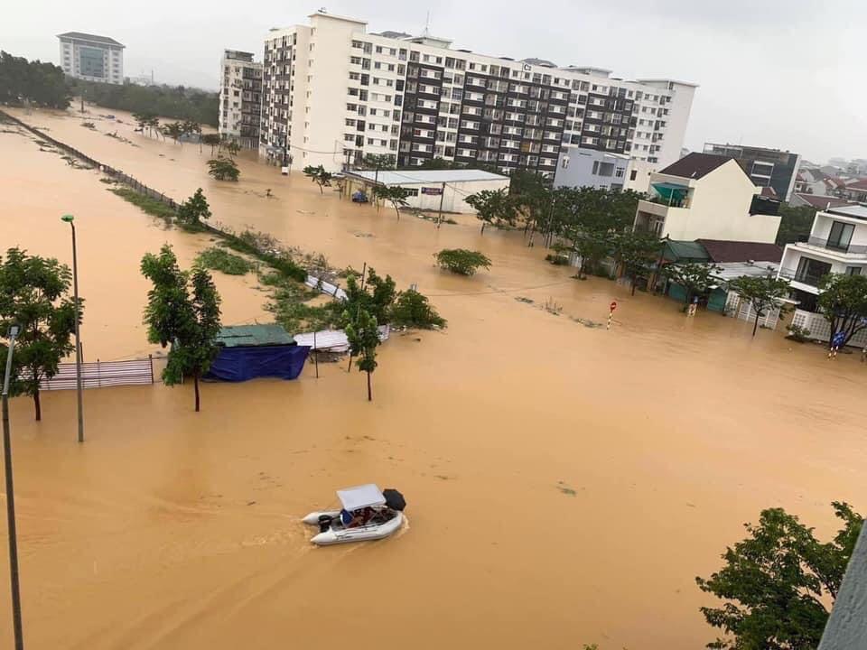 Thừa Thiên - Huế: 10 người thương vong, hàng chục nghìn ngôi nhà chìm trong biển nước - 1