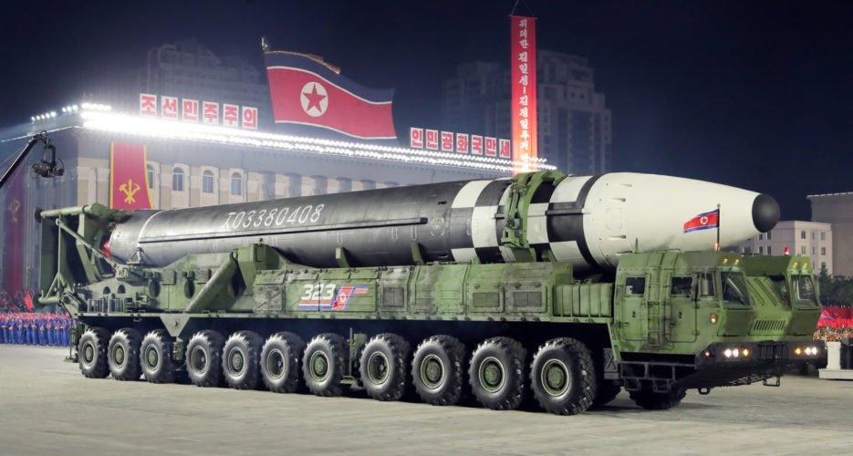 """Chuyên gia phán gì về tên lửa """"quái vật"""" mới của Triều Tiên? - 1"""