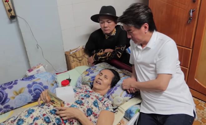 Đàm Vĩnh Hưng làm điều bất ngờ cho NS Hoàng Lan giữa lúc bệnh nằm liệt giường - 1