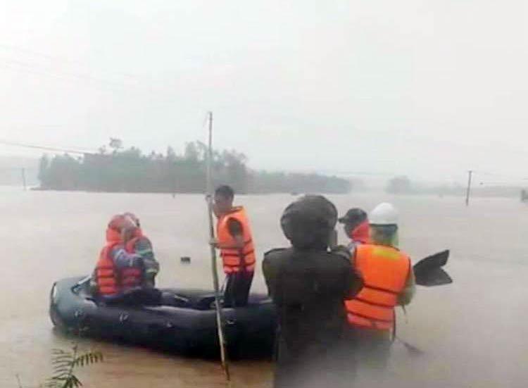 Tìm thấy thi thể sản phụ bị lũ cuốn trôi trên đường đi đẻ ở Thừa Thiên Huế - 1