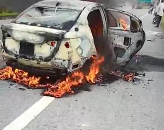 Ô tô 4 chỗ bốc cháy dữ dội trên cao tốc Hà Nội – Thái Nguyên - 1
