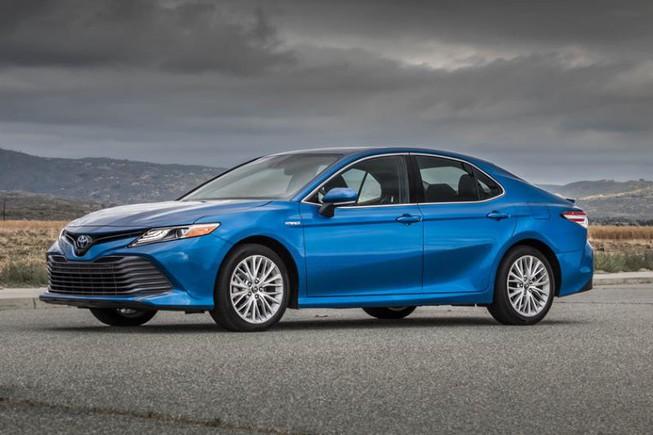 Toyota đang bán Camry với giá cực rẻ, chưa đầy 700 triệu đồng - 1