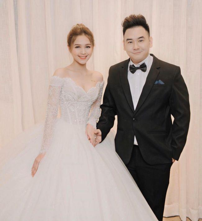 Vợ của streamer Xemesis tên thật là Phạm Thùy Trang, có biệt danh Xoài Non.