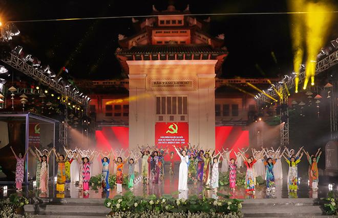 """NTK Tạ Linh Nhân mang """"Tôi Yêu Áo Dài"""" và """"Sắc Màu"""" lên sân khấu Lễ hội Áo Dài TPHCM 2020 - 1"""