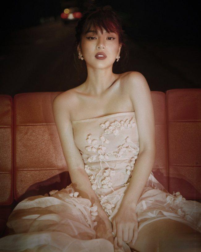 Chọn váy đầm dạ hội nữ tính khéo léo như Hoàng Yến Chibi - 5