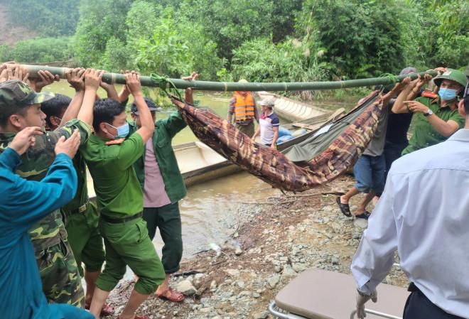 Tin tức 24h qua:Đã đưa được 19 người củathủy điện Rào Trăng 3 ra khỏi rừng - 1