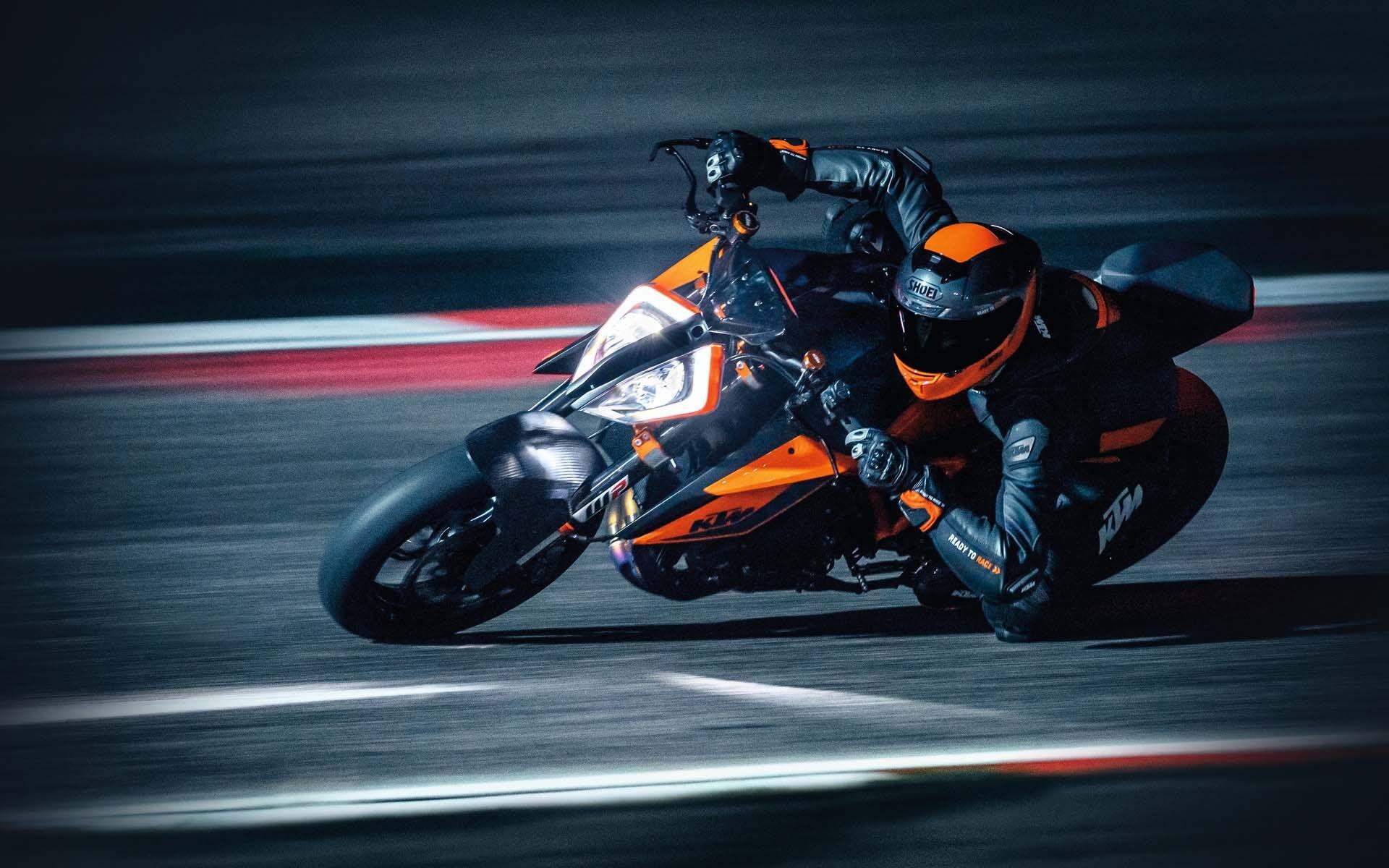 """Ducati Streetfighter V4 vs KTM 1290 Super Duke R: Đâu là sự khác biệt của những """"ông vua""""? - 1"""