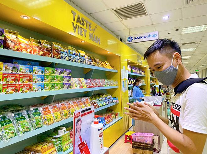 Unilever đồng hành cùng cảng hàng không quốc tế Tân Sơn Nhất và Công ty Sasco phòng dịch cho hành khách - 1