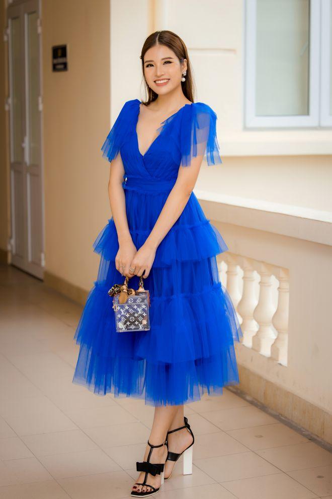 """Hoa hậu Phan Hoàng Thu khoe vẻ gợi cảm khi ngồi """"ghế nóng"""" cuộc thi đặc biệt - 1"""