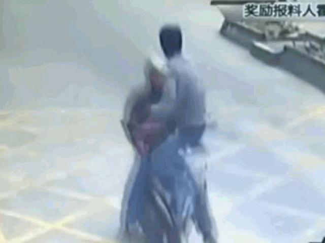 Media - Đi cướp gặp đúng cao thủ, nam thanh niên ăn trọn cú đá vào mặt