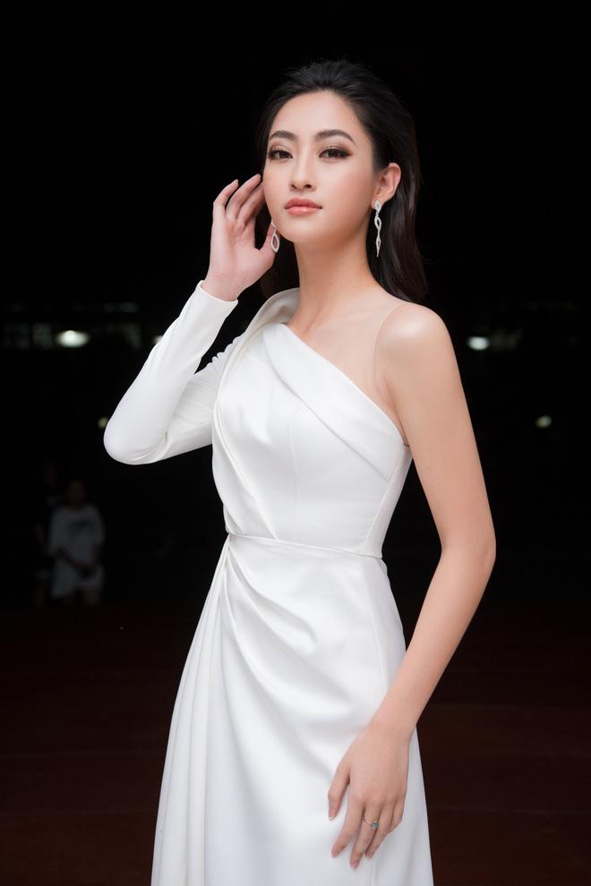 """Mỹ nhân gây tranh cãi khi làm MC bán kết """"Hoa hậu Việt Nam 2020"""" là ai? - 1"""