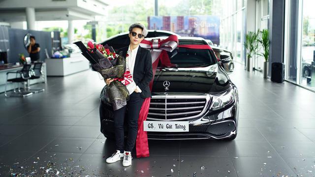 """""""Xế cưng"""" Mercedes-Benz E200 của ca sĩ Cát Tường có gì đặc biệt? - 1"""