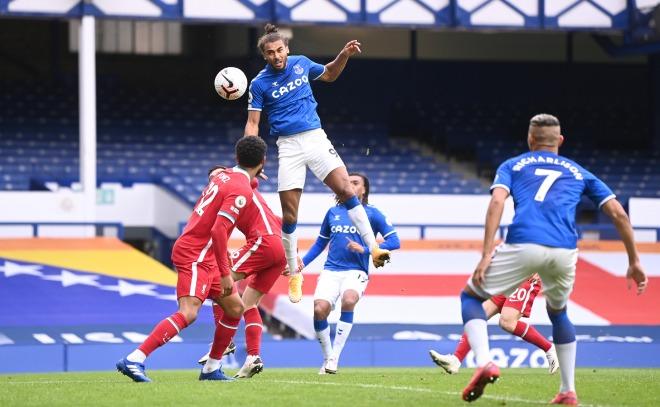 Siêu tiền đạo Everton bật nhảy như Ronaldo, đánh đầu cháy lưới Liverpool - 1