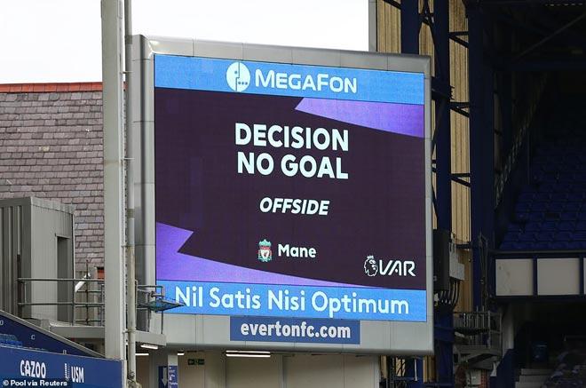 Liverpool bị cầm hòa: Báo Anh nghĩ Everton đáng bị 2 thẻ đỏ, Mane mất bàn thắng oan - 3