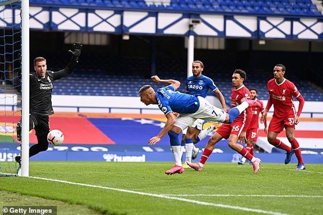Liverpool bị cầm hòa: Báo Anh nghĩ Everton đáng bị 2 thẻ đỏ, Mane mất bàn thắng oan - 1