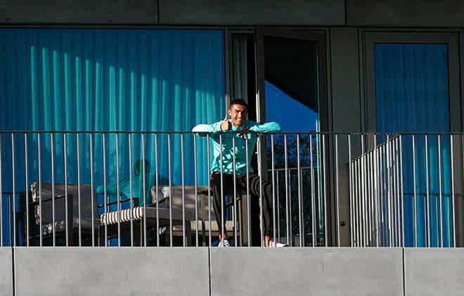 Ronaldo dính Covid gặp rắc rối ở Italia: Thêm lý do để bỏ Juventus đến PSG? - 1