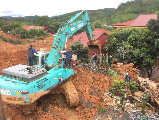 Thủ tướng Nguyễn Xuân Phúc yêu cầu sớm tìm kiếm người bị mất tích, vùi lấp ở Rào Trăng 3 và Đoàn 337 - 1
