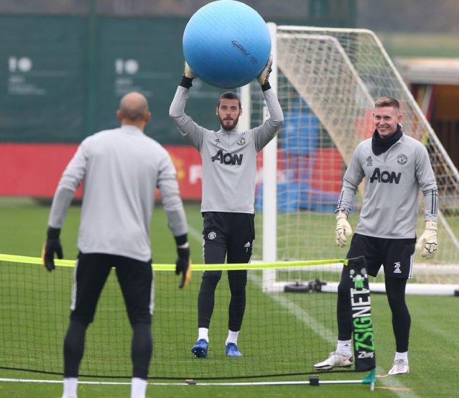 Cavani hừng hực tập buổi đầu với MU, chờ ra mắt và tái đấu PSG ở Cúp C1 - 12