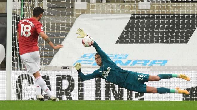 Fernandes đá hỏng penalty sau 8 tháng ở MU, Ngoại hạng Anh hết chuyên gia - 1