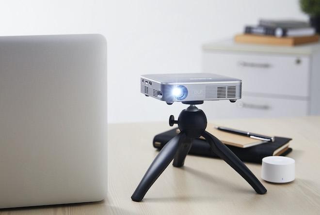 Máy chiếu di động siêu tí hon với pin sạc, kết nối không dây của Canon - 1