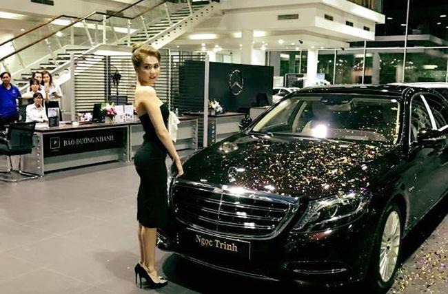 Không chỉ là gương mặt được nhiều người biết đến mà Ngọc Trinh cũng sở hữu xe sang khiến dân mạng ghen tị.