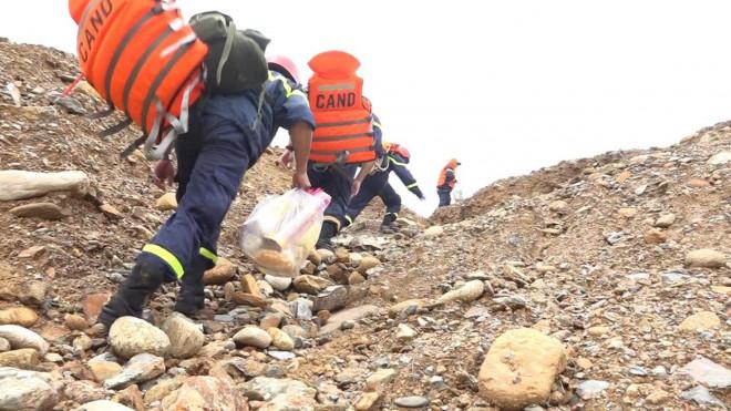 Sử dụng máy bay không người lái tìm kiếm 15 người đang mất tích ở Rào Trăng 3 - 1