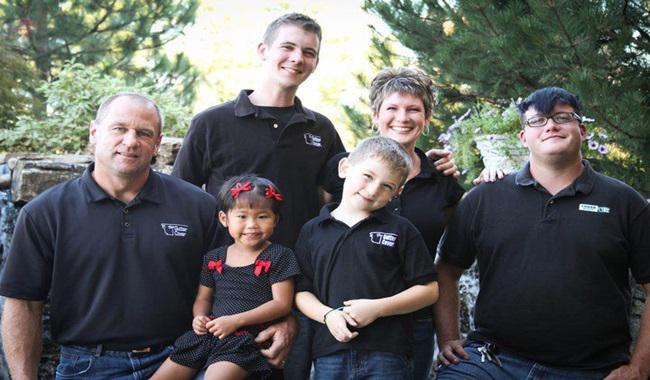Cặp vợ chồng sửng sốt khi cầm kết quả ADN, hé lộ sự thật về con nuôi và đứa trẻ nhà hàng xóm - 1
