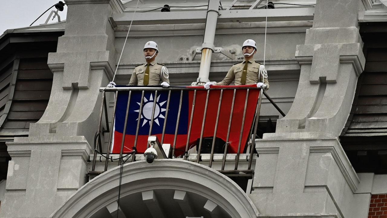 Quan chức ngoại giao Đài Loan và TQ ẩu đả ở đảo quốc Thái Bình Dương, phải nhập viện - 1
