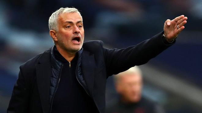 """Tottenham cay đắng hòa 3-3: Mourinho chê học trò, """"cà khịa"""" David Moyes - 1"""