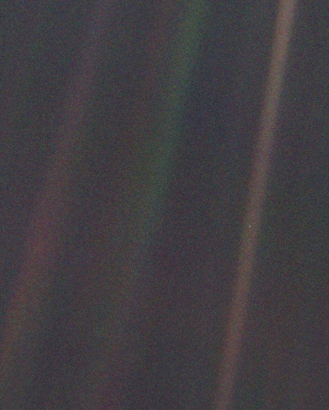 """""""Chấm xanh mờ"""" là gì và nó có ý nghĩa thế nào đến thiên văn học ngày nay? - 1"""