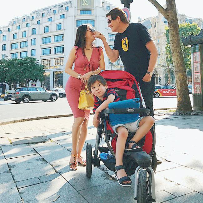 Hình ảnh gia đình hạnh phúc của Mimi khiến bao người ghen tỵ.