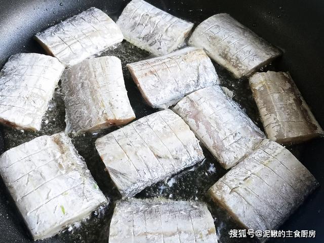 Cách làm món cá kho sốt cay, đơn giản mà ăn không bao giờ thấy chán, nhất là vào mùa mưa - 2