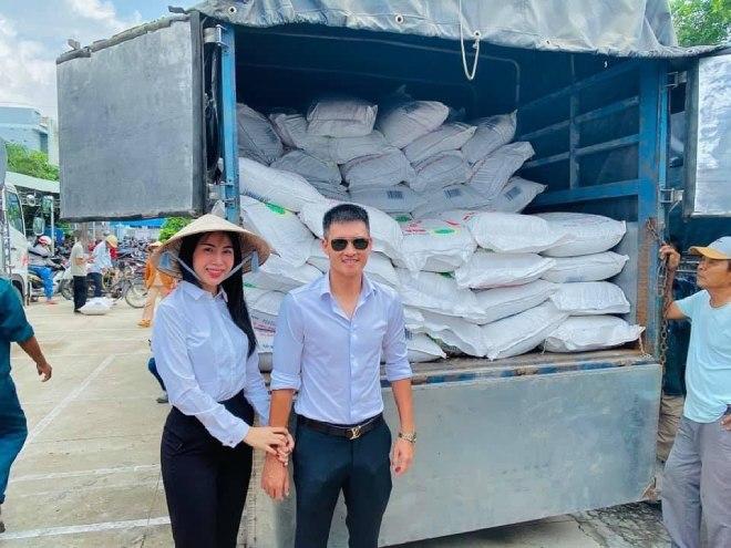 Công Vinh thông báo: Thủy Tiên quyên góp hơn 100 tỉ cứu trợ, tạm chia tay miền Trung về nhà - 1