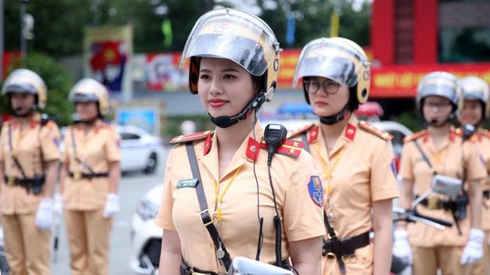 """Nét đẹp dịu dàng của những """"bóng hồng"""" CSGT dẫn đoàn ở Đồng Nai - 1"""