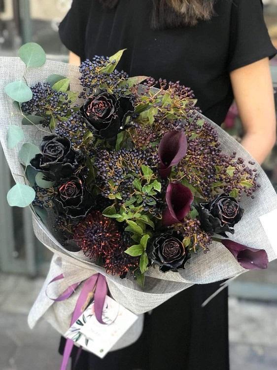 Tiết lộ bất ngờ về hoa hồng đen giá 500.000 đồng/bông được đại gia Hà thành săn lùng - 1