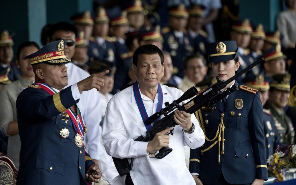 Tổng thống Philippines bất ngờ thừa nhận nguy cơ phải đi tù - 1